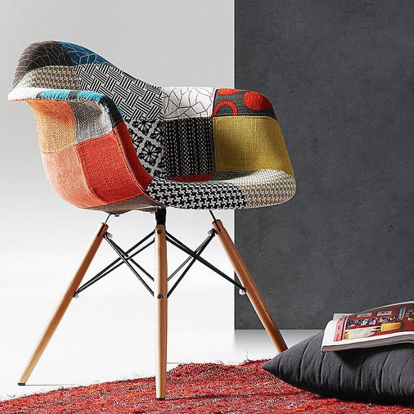 Patchwork arredare in modo originale con sedie poltrocine for Arredare casa in modo originale